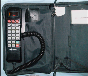 1994 Motorola 2900 Bag Phone As its name suggests to be taken everywhere like a handbag 300x261